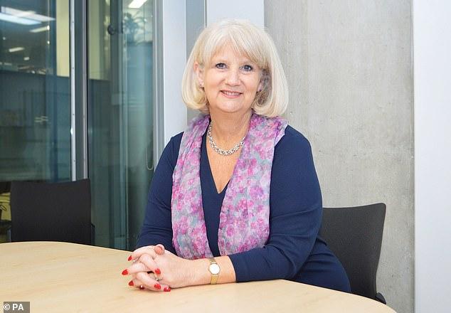 Claire Murdoch, direktur kesehatan mental di NHS England, khawatir kembalinya sepakbola akan membuat perusahaan-perusahaan judi menjadi overdrive untuk mendatangkan pelanggan